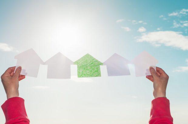 معاملات مسکن در آبان ماه امسال۵۳ درصد ریزش داشته است